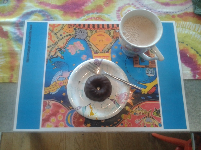 Das war heute mein Frühstück, dieser leckere Kuchen mit einem Lupinen-Kaffee, angereichert mit einem meiner Lieblingssuperfoods Lucuma!
